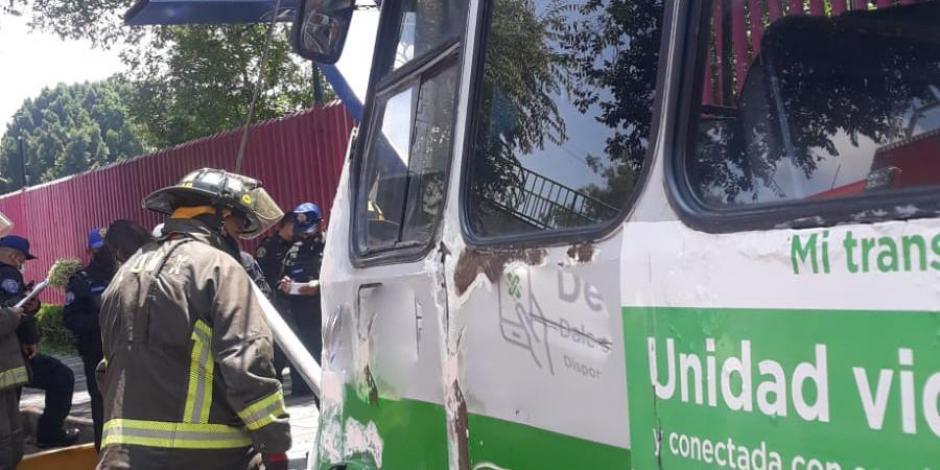 Microbús choca con poste en Coyoacán; reportan 5 personas heridas