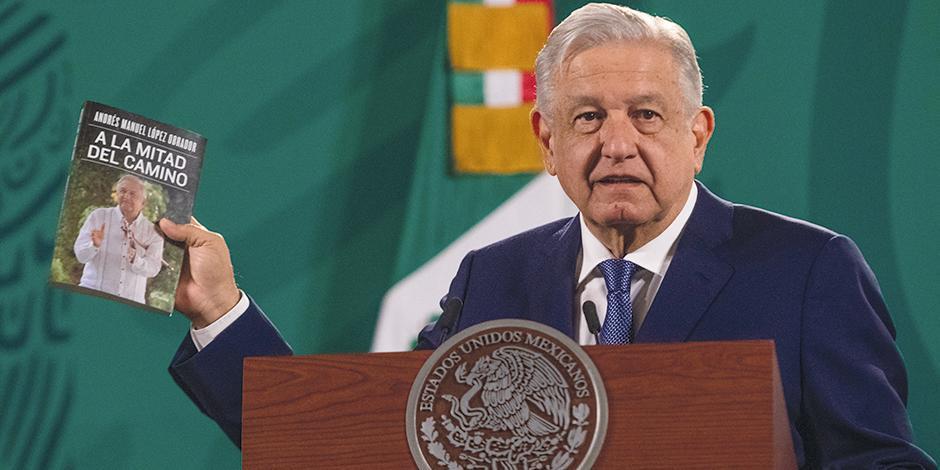 El presidente presentó su último libro, ayer, en su conferencia mañanera.