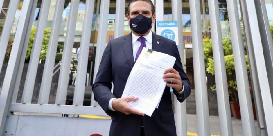 El gobernador Silvano Aureoles Conejo acudió a la Comisión Nacional de Derechos Humanos (CNDH) a presentar una denuncia.