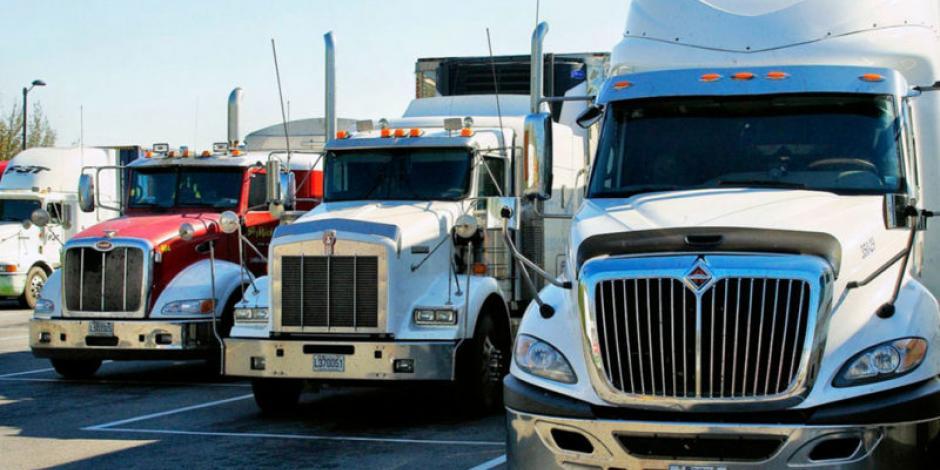 Venta de vehículos pesados se desploma 76.9% en abril
