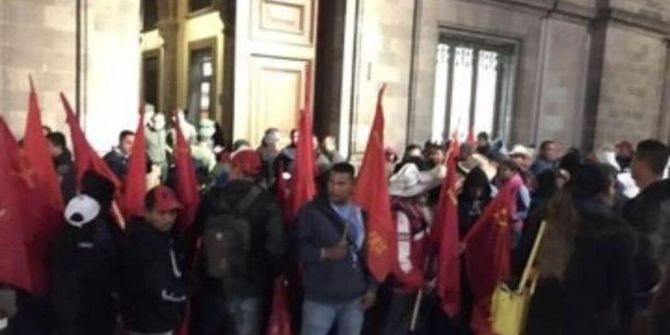 Bloquean accesos a Palacio Nacional; retrasan desayuno de AMLO con legisladores