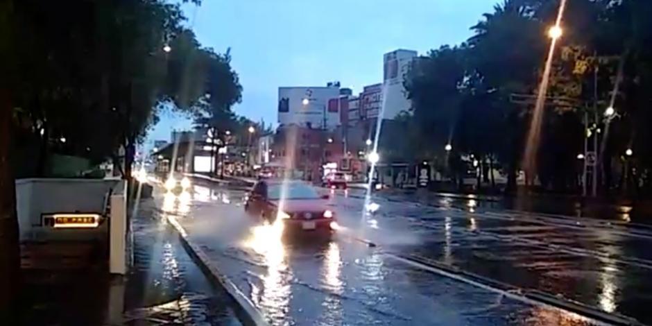 Lluvia con granizo deja encharcamientos en CDMX