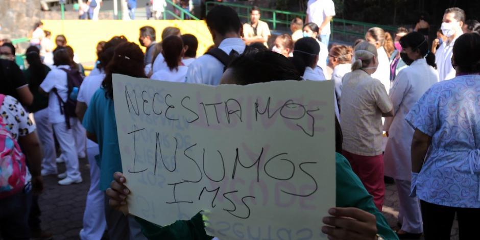 Protestan por desabasto de insumos en clínicas del IMSS