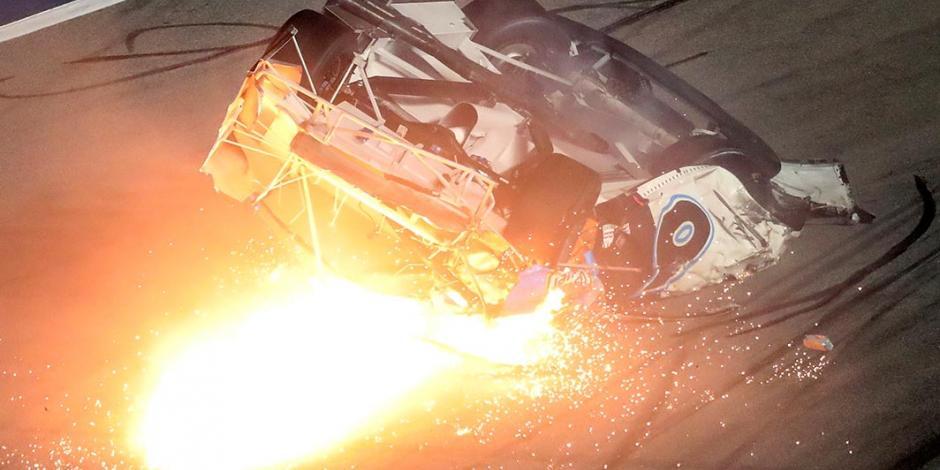 Newman sufre aterrador accidente en Nascar; se incendia su auto (VIDEO)