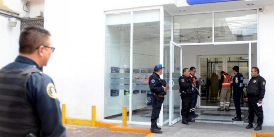 Arrestan a 3 asaltantes de cuentahabiente en la colonia Roma