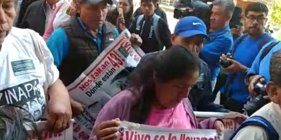 Formaliza México acuerdo para que GIEI retome investigación de Ayotzinapa