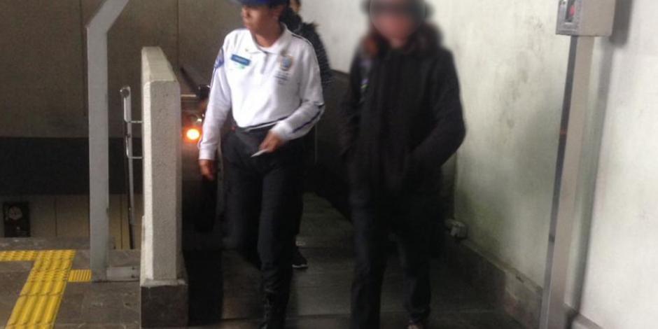 Detienen a mujer por agredir sexualmente a un hombre en el Metro