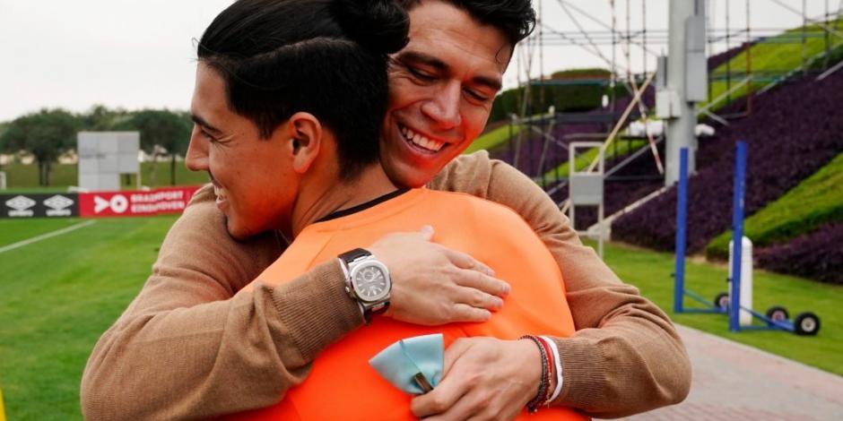 Héctor Moreno se reencuentra con sus excompañeros del PSV (VIDEO)