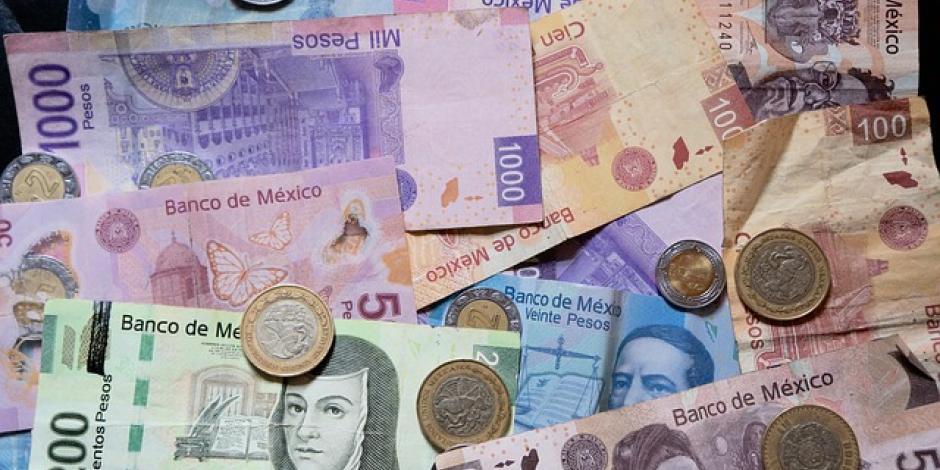 Peso gana 0.88%; dólar cotiza en $24.48 por unidad en bancos