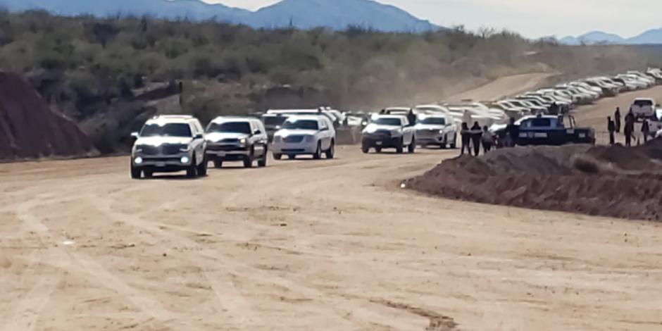 Se reúne AMLO con familias LeBarón y Langford en Bavispe, Sonora