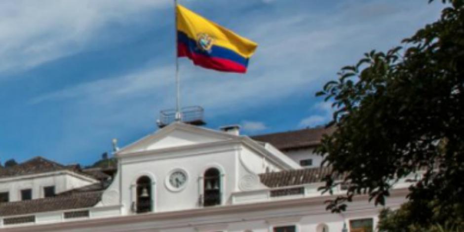 Asilados ecuatorianos en Embajada de México salen de Quito