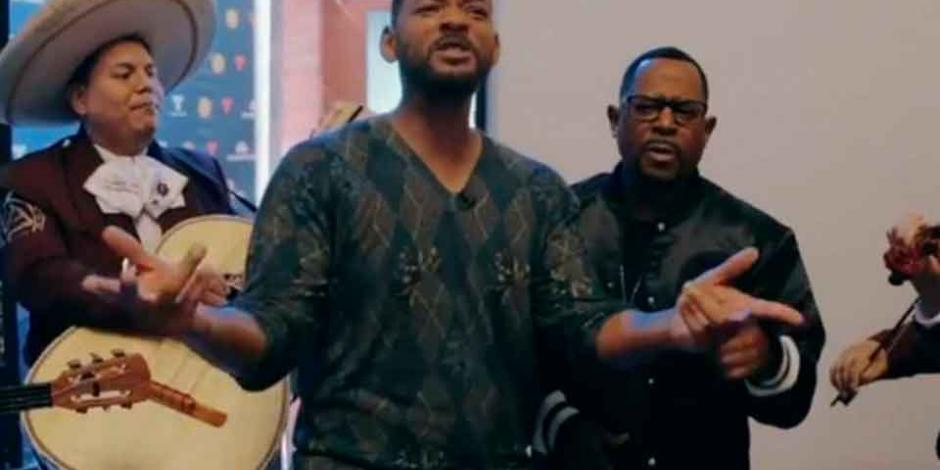 Will Smith y Martin Lawrence cantan
