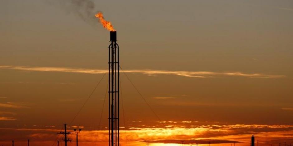 Precio del crudo WTI se mantiene en terreno negativo; Brent cae 21%