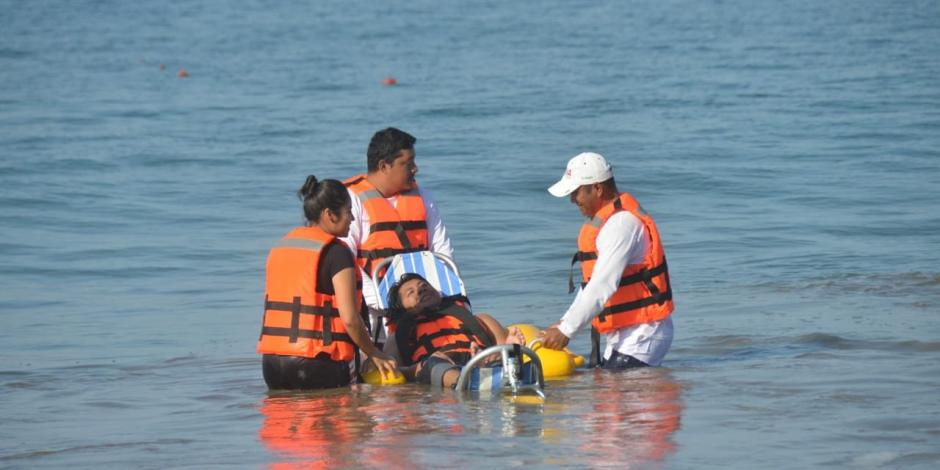 Guerrero inaugura 2da playa incluyente para personas con discapacidad