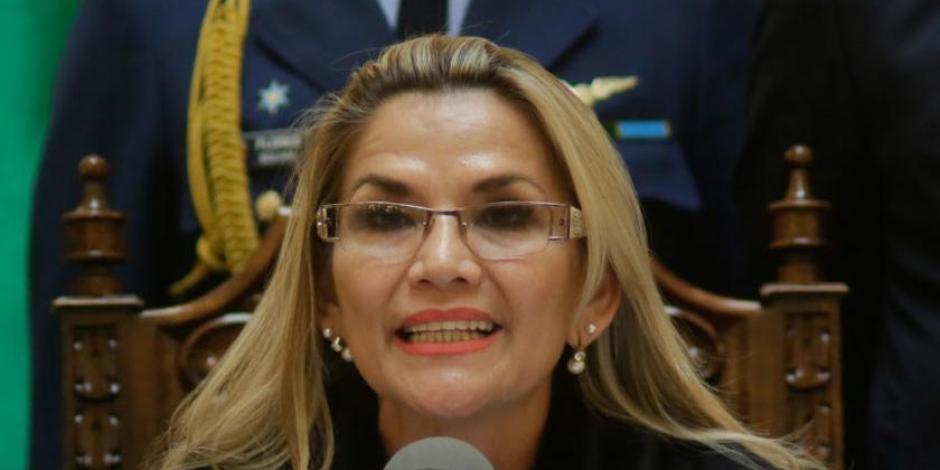 Áñez pide renuncia a sus ministros, va por la presidencia de Bolivia