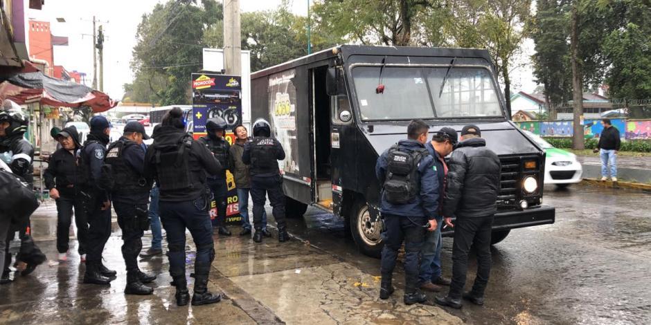 Aseguran camioneta robada; perredistas la usaban para protestar en Xalapa