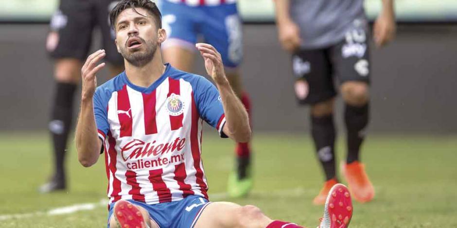 Peralta, sin goles y con 568 minutos, el delantero que le queda a Chivas