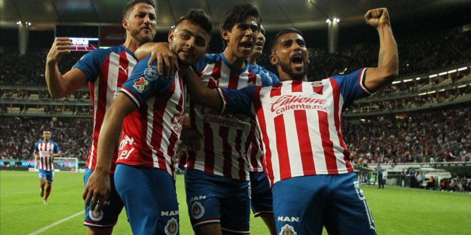 Macías anota en su regreso a Chivas, que se impone 2-0 a Juárez