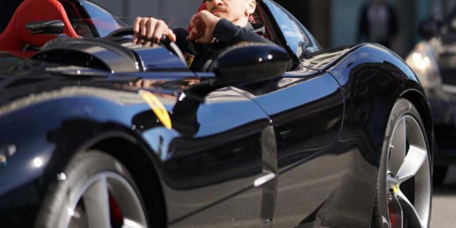 Multan a Ibrahimovic por manejar lujoso auto sin permiso en Suecia
