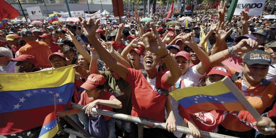 Maduro busca que México medie para legitimar comicios
