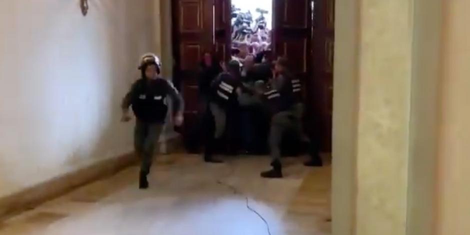 Así fue el momento en que Guaidó ingresó a la Asamblea (VIDEO)