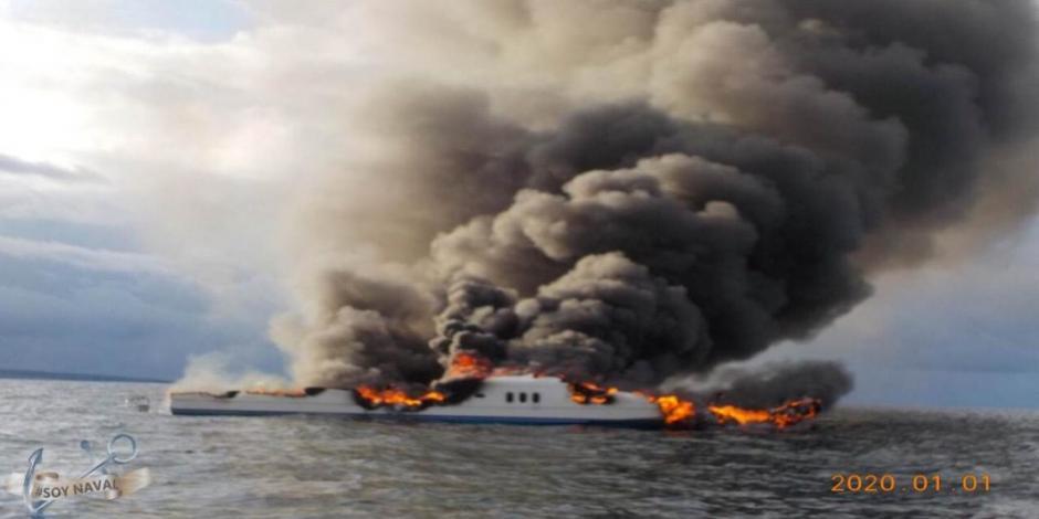 Rescatan a 12 turistas tras incendio de yate en Baja California Sur
