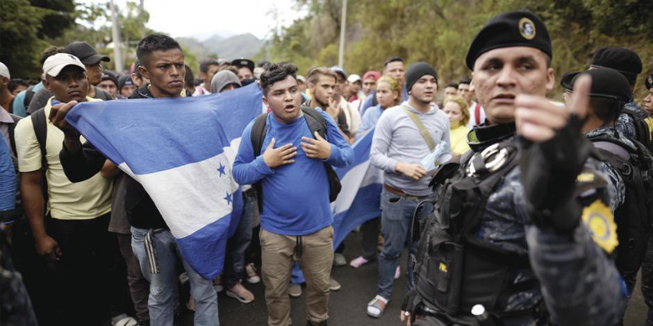 Llaman a dejar caravanas; primera llega a la frontera