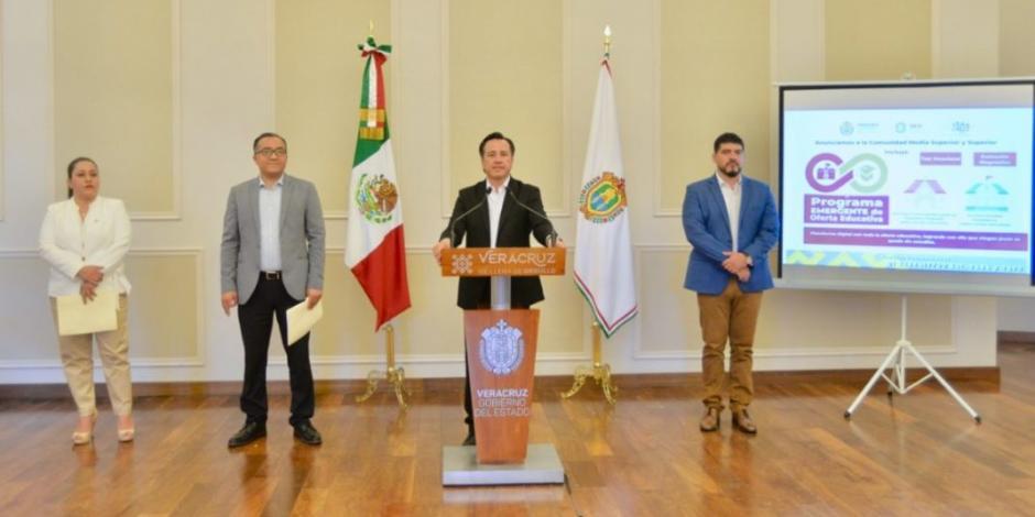"""Por COVID-19, Veracruz mantiene programa educativo """"Aprende en Casa"""""""