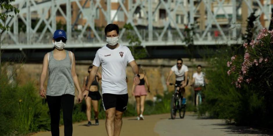 Españoles salen del confinamiento por COVID-19 para hacer ejercicio y pasear