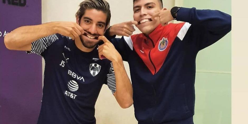 Rodolfo Pizarro, feliz por conocer a fan que se tatuó su rostro (VIDEO)