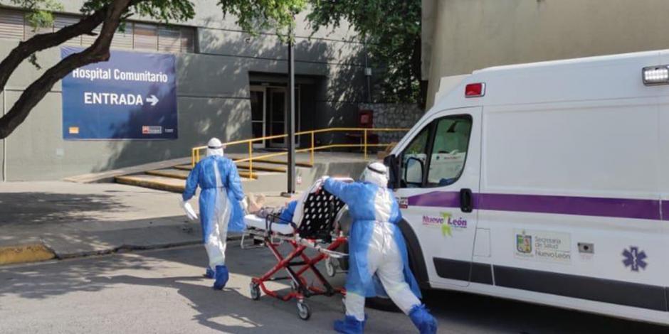 Trasladan al hospital a ancianos de asilo tras brote de COVID-19