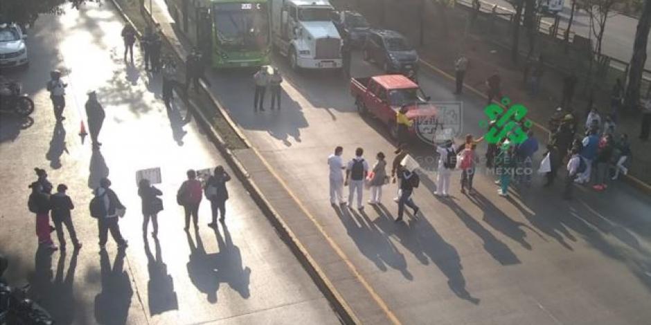 Bloquean 4 horas Circuito Interior en demanda de insumos médicos