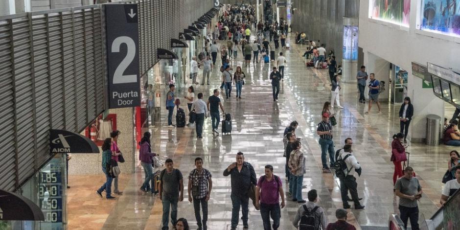 Llegan a CDMX y Guanajuato estudiantes mexicanos provenientes de China