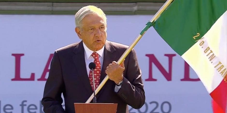 AMLO encabeza conmemoración del Día de la Bandera