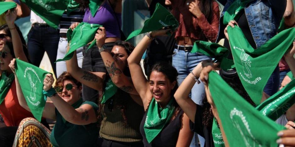 Garantiza AMLO que Gobierno no sancionará a empleadas que participen en paro nacional