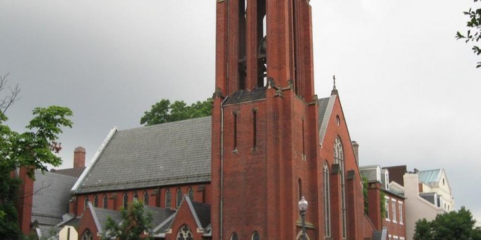 Alcaldesa de Washington pide a miembros de una iglesia que se autopongan en cuarentena