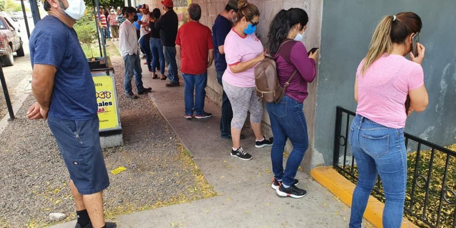 Hacen largas filas para conseguir cerveza en Monterrey (VIDEO)