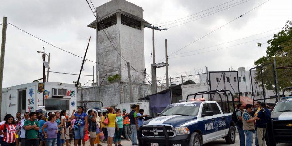 Familiares de reos se manifiestan en Coahuila; piden visitas en cárceles