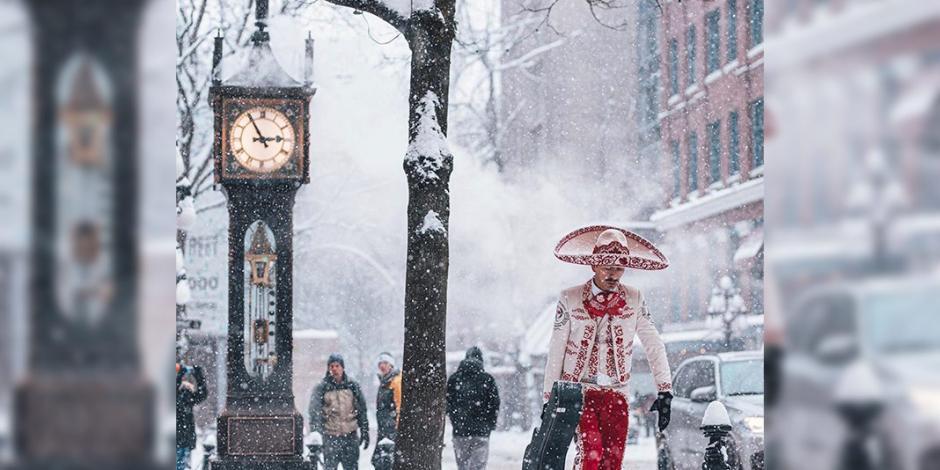 Esta es la historia del mariachi que retó a la nieve en calles de Canadá