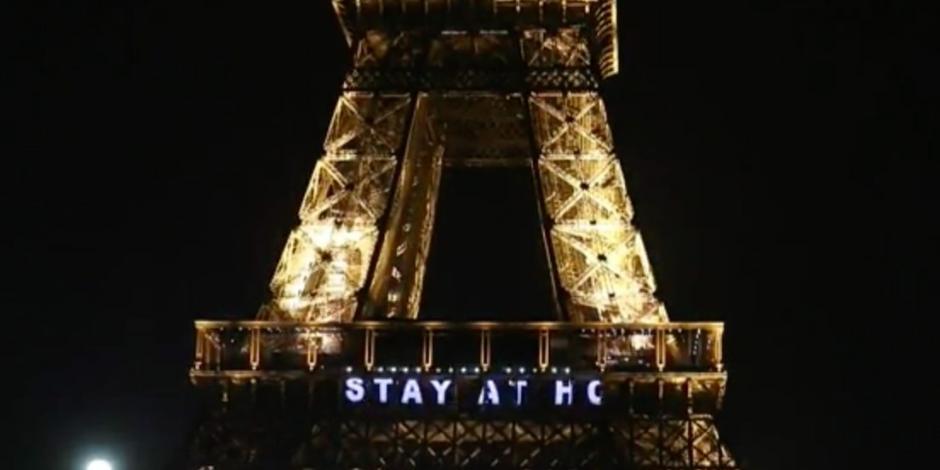 Torre Eiffel homenajea a los héroes que luchan contra el COVID-19 (VIDEO)