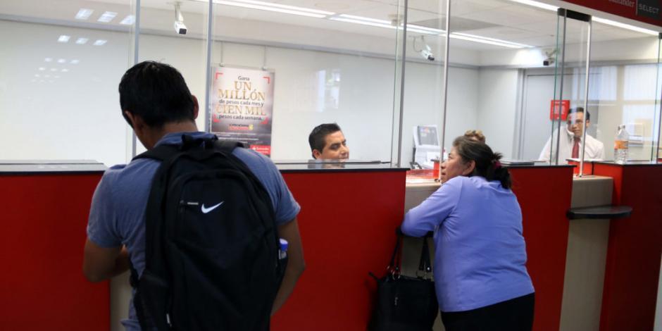 Cajera de sucursal en Veracruz no tiene relación ni es cómplice: Santander