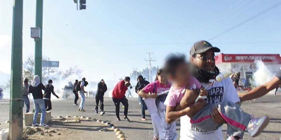 SSP-Chiapas carga contra caravana de los 43; reclaman Segob y Guerrero