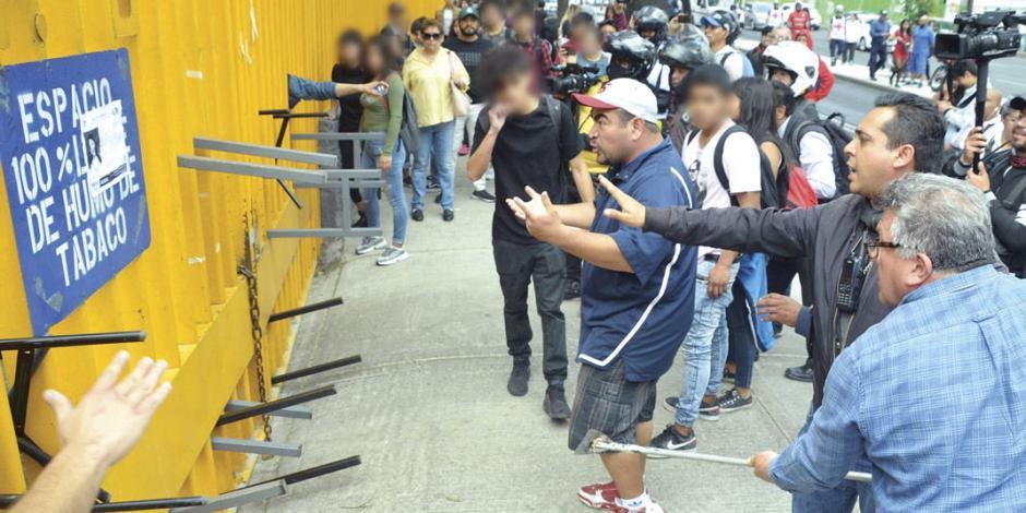 Toma violenta de CCH Azcapotzalco regresa zozobra a universitarios