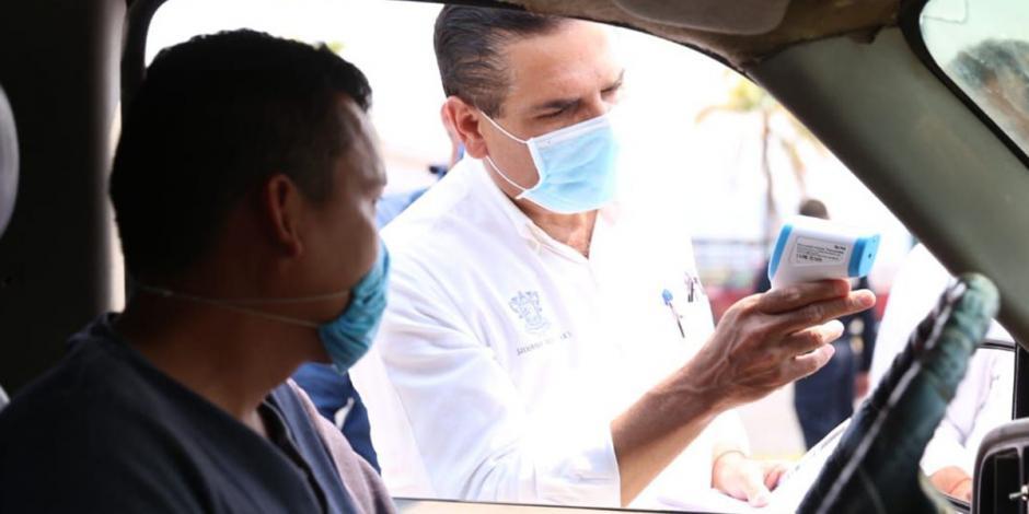 Supervisa Aureoles filtros sanitarios y Hospital Militar en Apatzingán