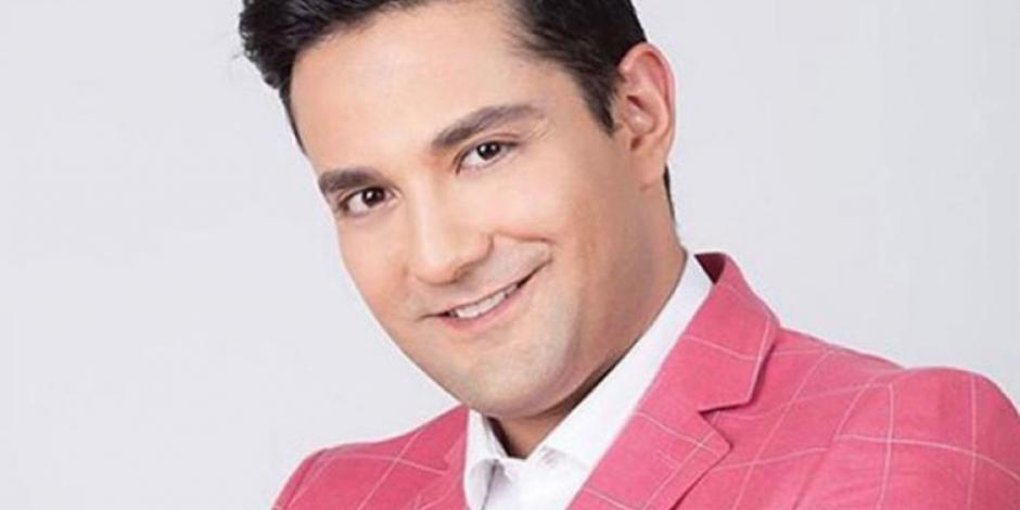 Cantante Daniel Riolobos ataca con cuchillo auto de su vecina (VIDEO)
