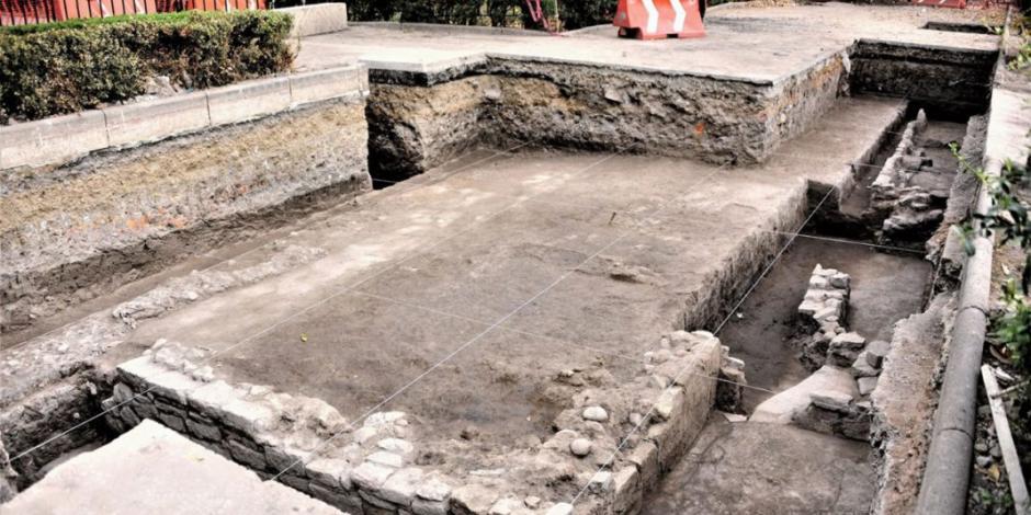 Tras remover ambulantes, hallan plataforma prehispánica en Azcapotzalco