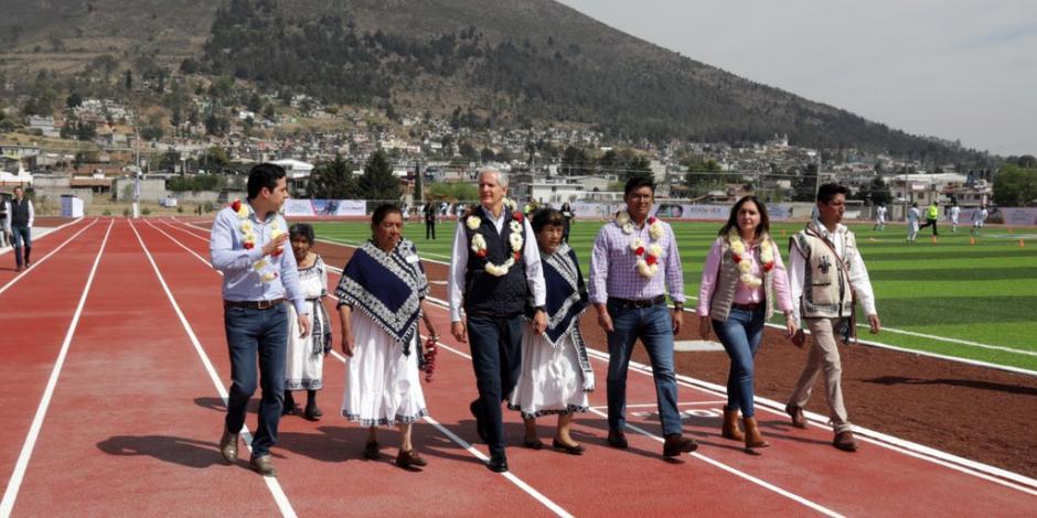 Del Mazo entrega la unidad deportiva y recreativa
