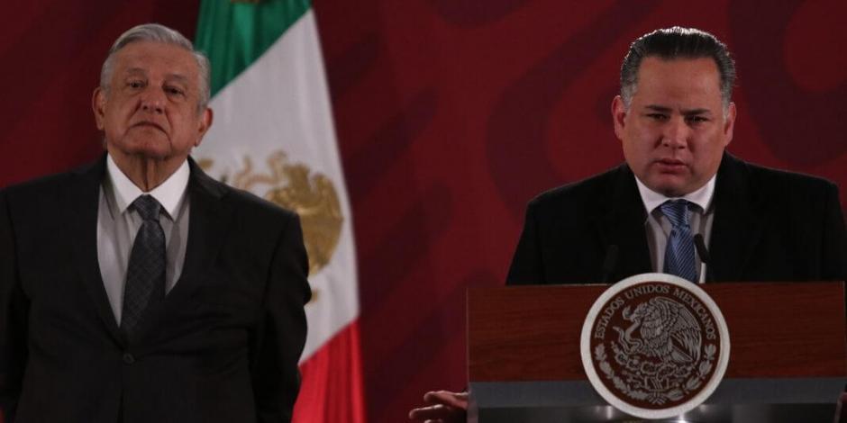 Arropa AMLO a Santiago Nieto tras queja del fiscal
