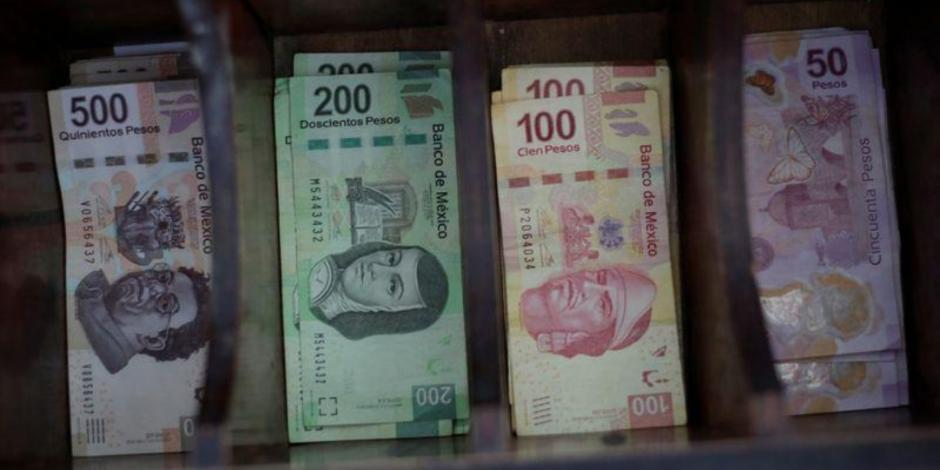 Peso gana 0.81%; dólar cotiza en $25.20 por unidad en bancos