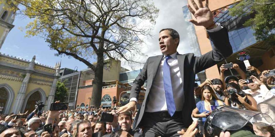 Guaidó rompe cerco de Maduro en el Congreso